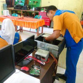 Pengawas Ujian Kompetensi SMK Tarbiyah